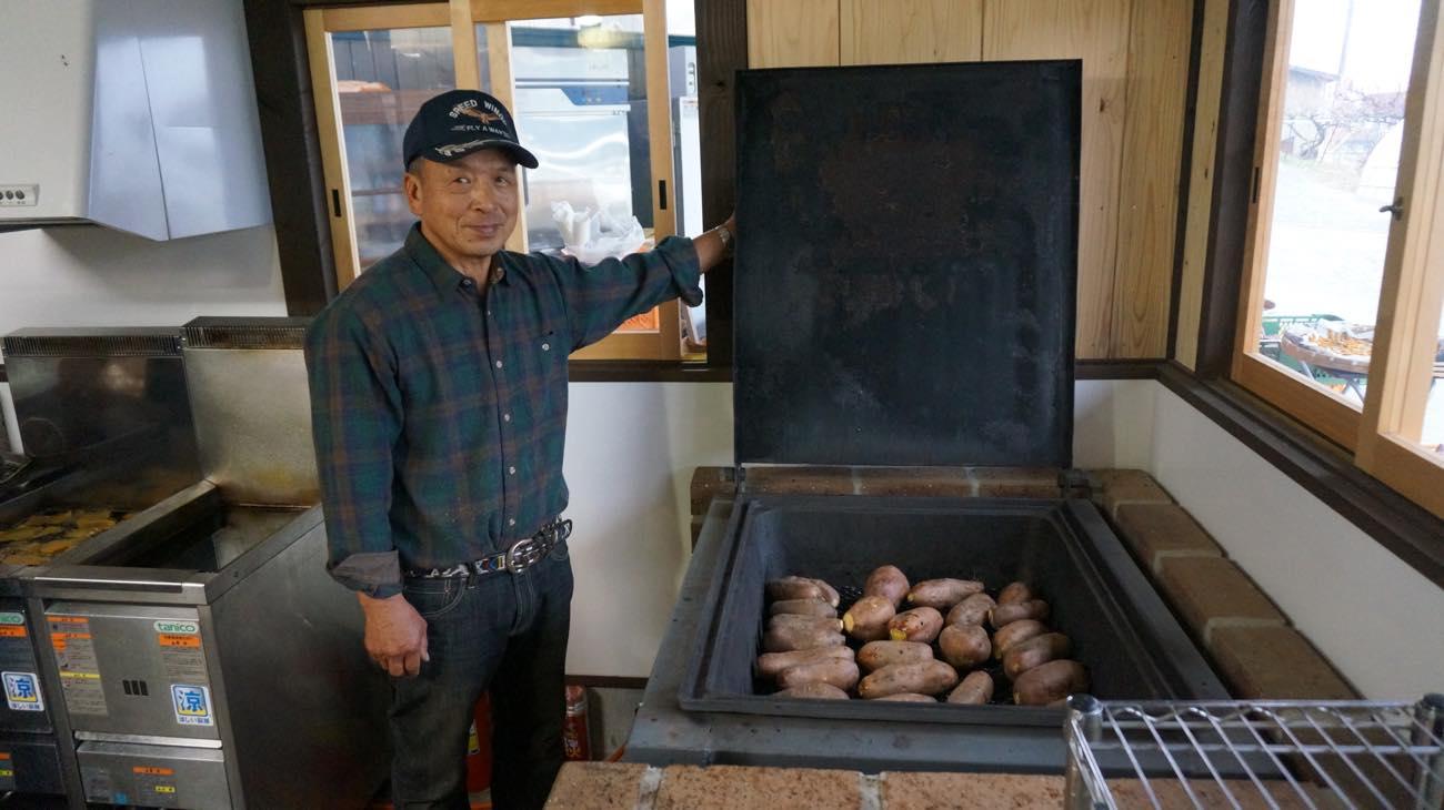 本格石焼き芋釜で愛情込めて焼いています