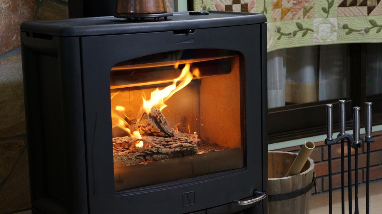 カフェスペースの暖炉です