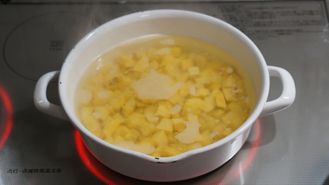 ②安納芋を茹でる